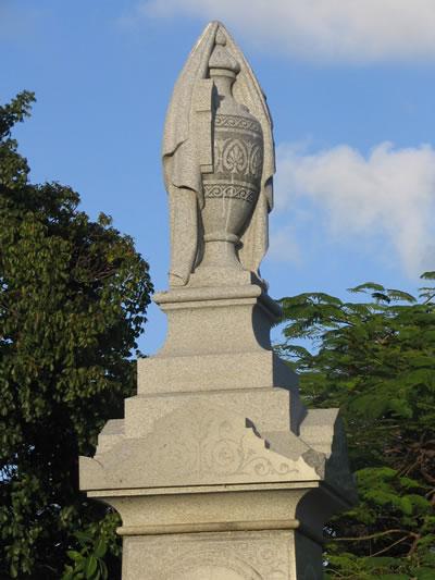 Key_West_Cemetery_monument.jpg
